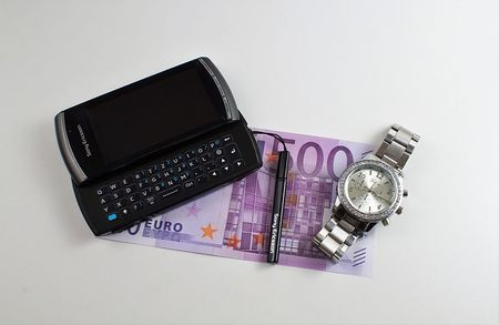 Tips to avoid expensive phone charges when travelling overseas