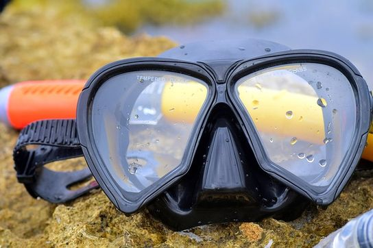 Glasses for swimming and snorkeling