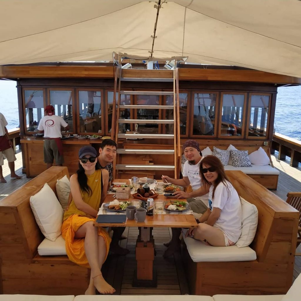 How to Stick to Your Diet While Travelling on Komodo Cruise